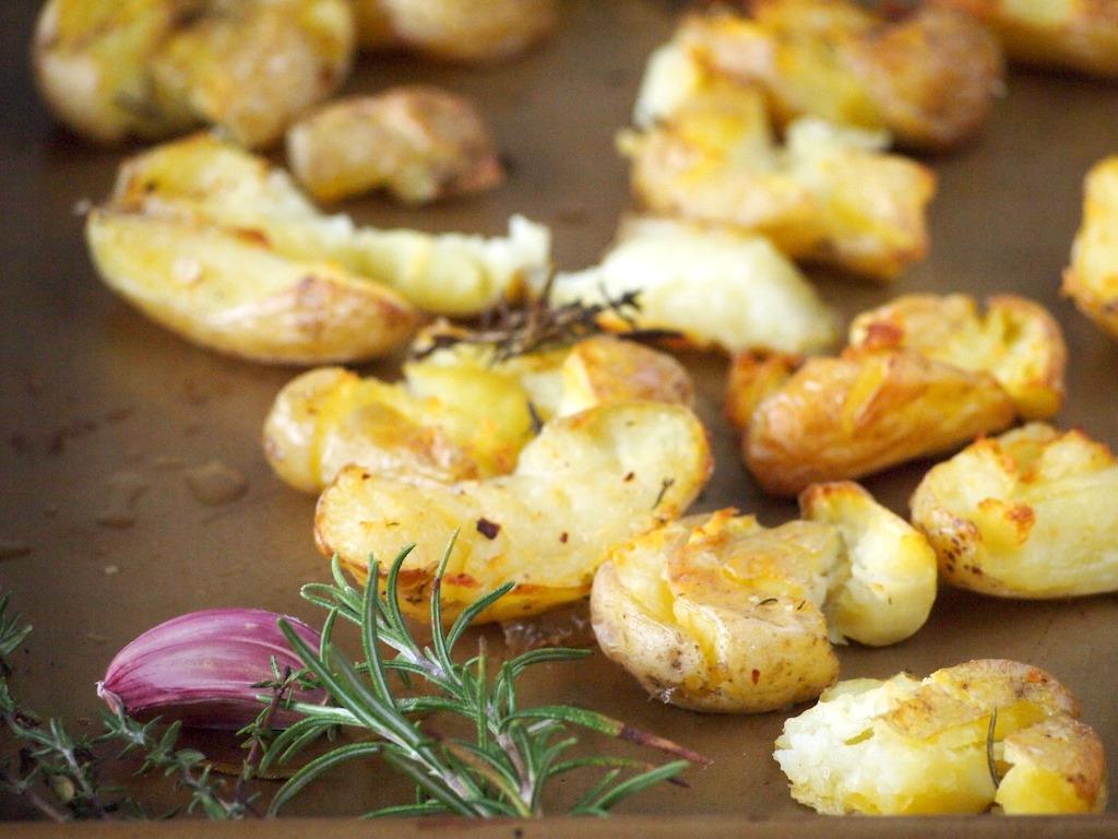 Geplette aardappelen uit de oven met tijm en knoflook