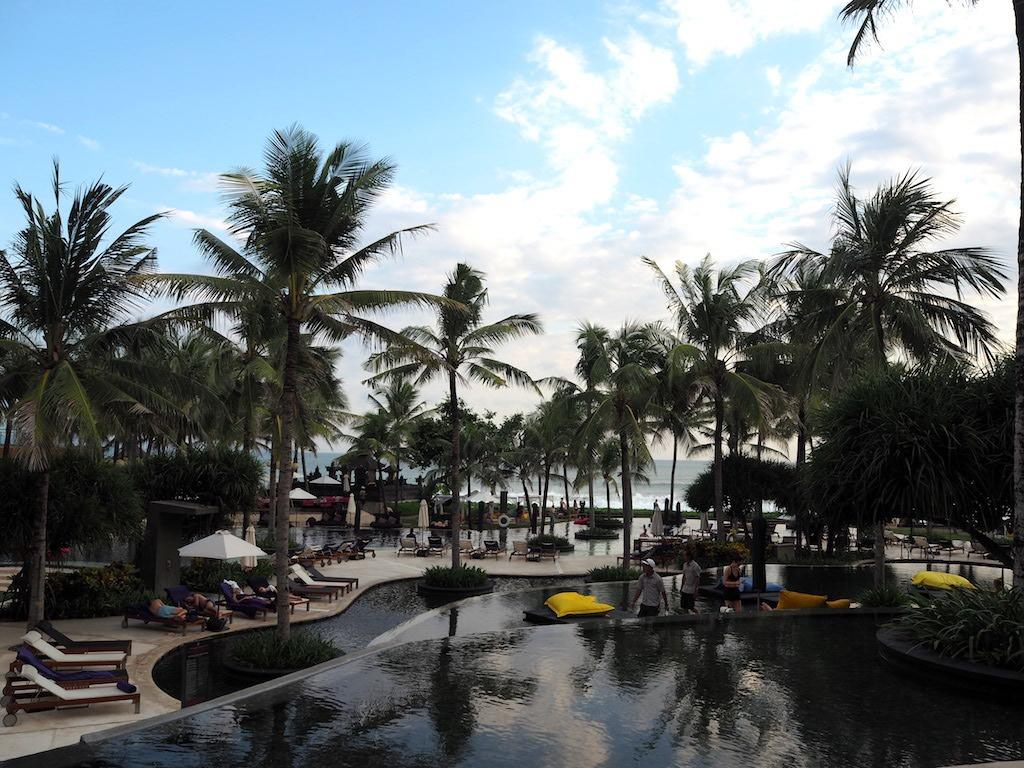 Zwembad W Hotel Seminyak Bali