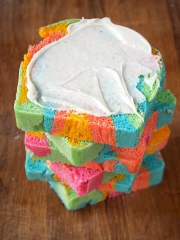 Super kleurrijk regenboodbrood