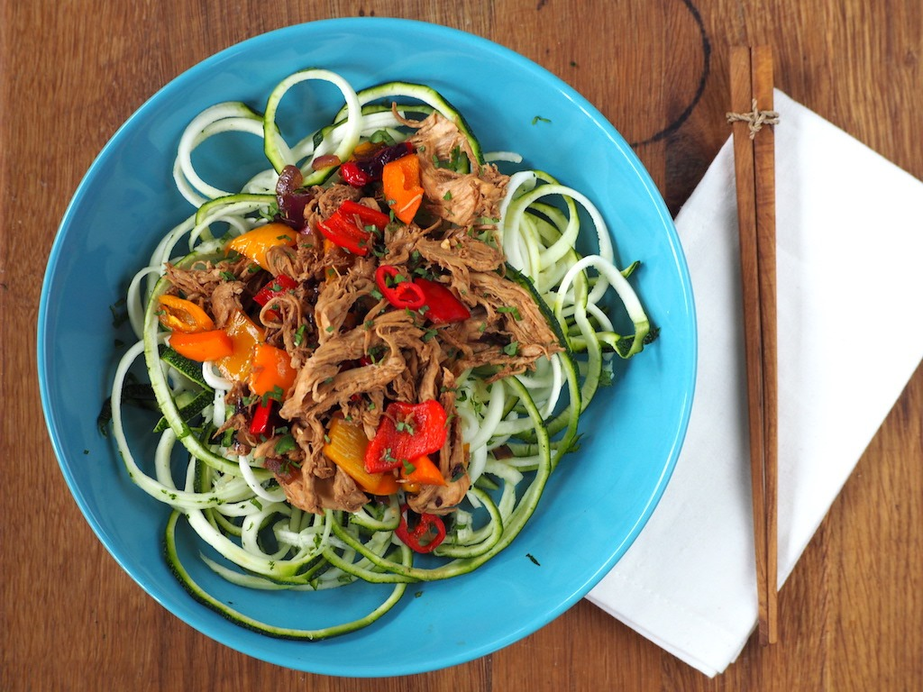 Courgette noedels met pulled chicken