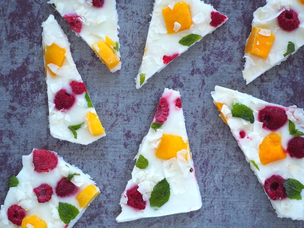 Tropische yoghurt bark gezonde snack