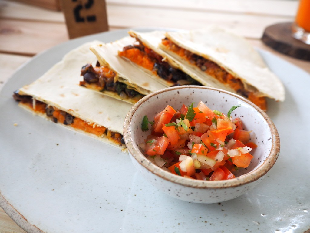 Vegetarische quesadillas met verse salsa
