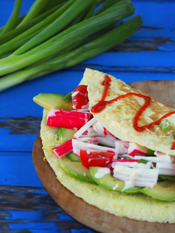 Zomerse gevulde omelet met krab