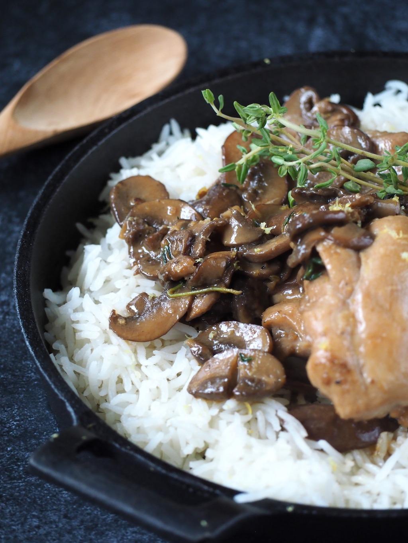 Kip paddenstoelen en rijst