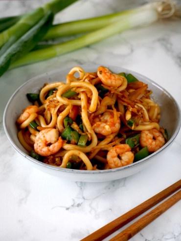 Udon noodles met knoflook garnalen