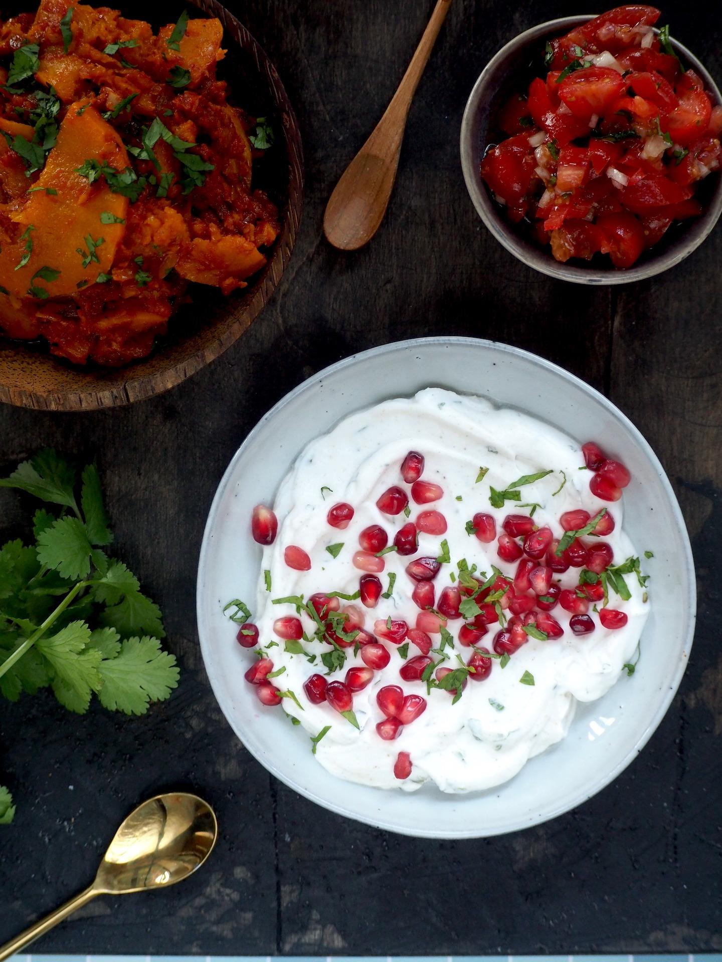Indiase Raita met munt en granaatappel