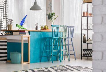 Gekleurde kleine keuken