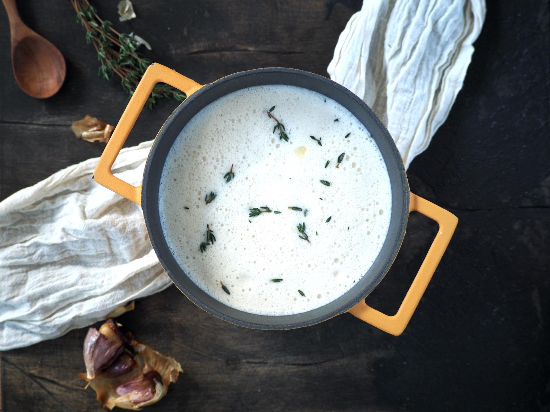 Soep met gepofte knoflook