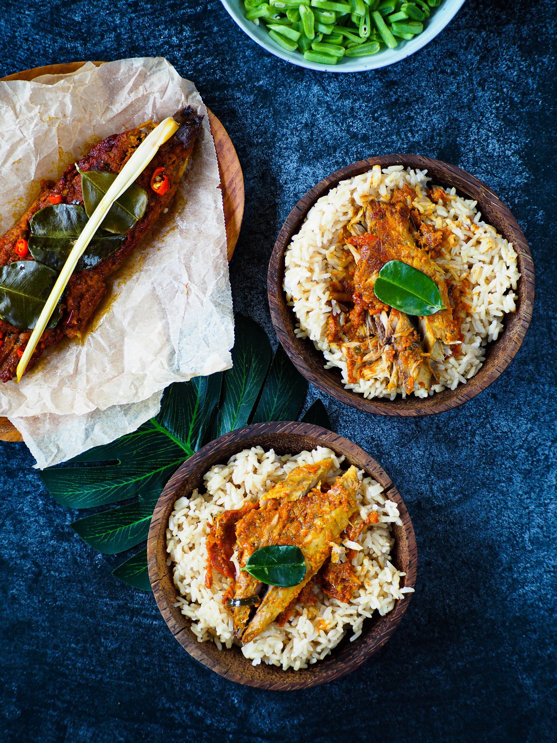 ikan pepesan met makreel en rijst