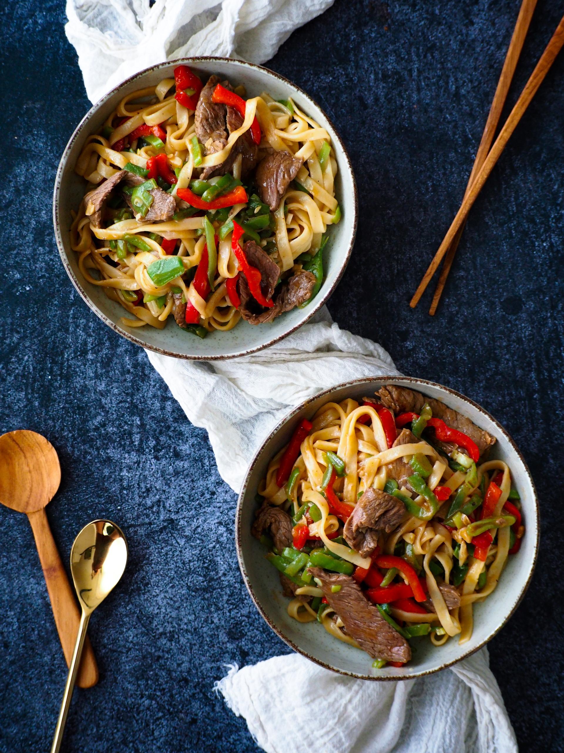 Roekbak Noodles met biefstuk in oestersaus