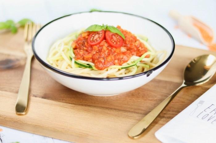 Vegane Linsen-Bolognese mit Zucchininudeln