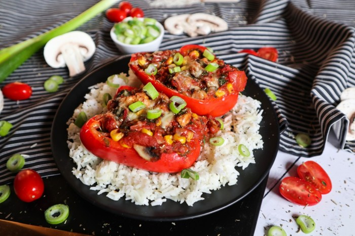 Vegetarisch gefüllte Paprika mit Reis