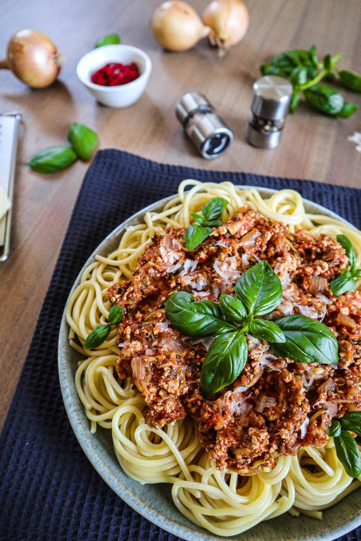Vegane Tofu-Bolognese mit Zucchini