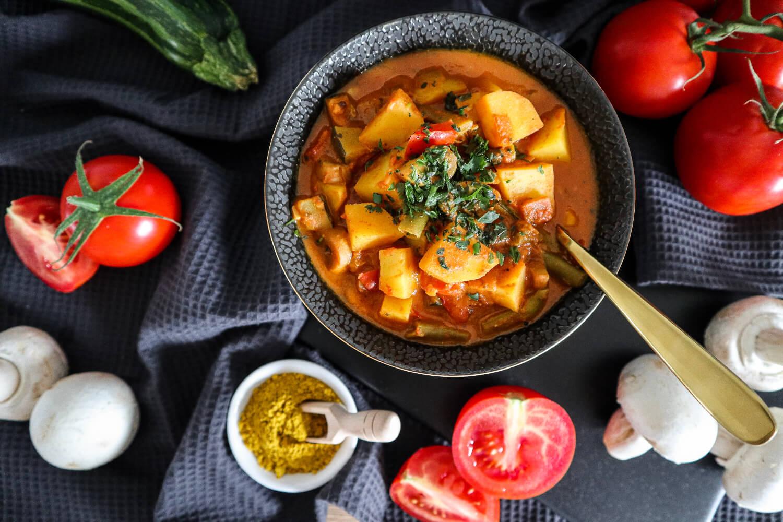 Veganes Tomaten-Curry mit Kartoffeln