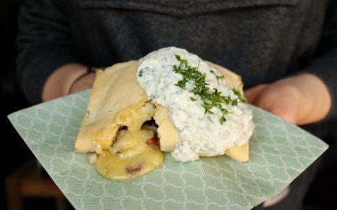 Handbrot mit Käse und Champignons