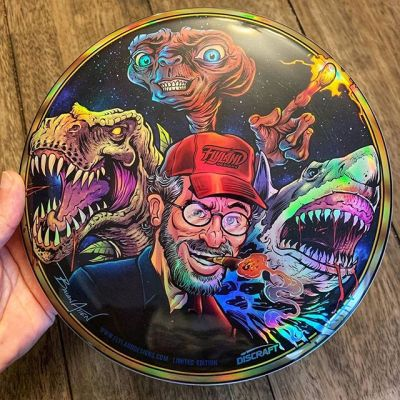 My Disc Golf Disc for this month is now available! Steven Spielberg Tribute illustration - printed on a series of Discraft Buzzz discs, printed on metallic foil, Limited Edition of 40.Thanks for all your support on these each month!https://www.flylanddesigns.com/custom-illustrated-disc-golf-disc/#stevenspielberg #jurassicpark #jaws #ET #discgolf #frisbeegolf #discraftdiscs #teamdiscraft #discraft #disc