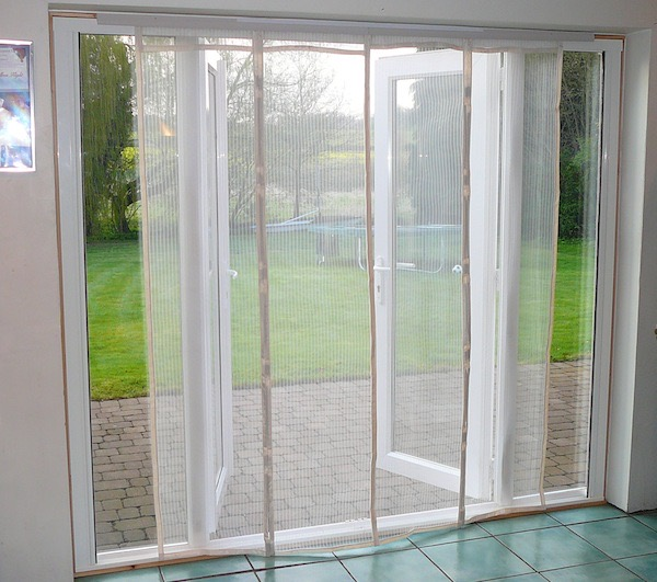 magnetic patio flyscreen off white