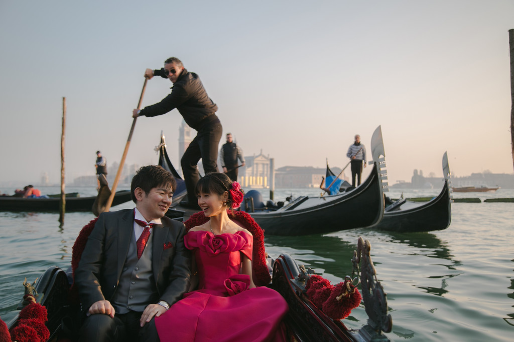 Romantic Honeymoon On A Venetian Gondola Blog Hire A