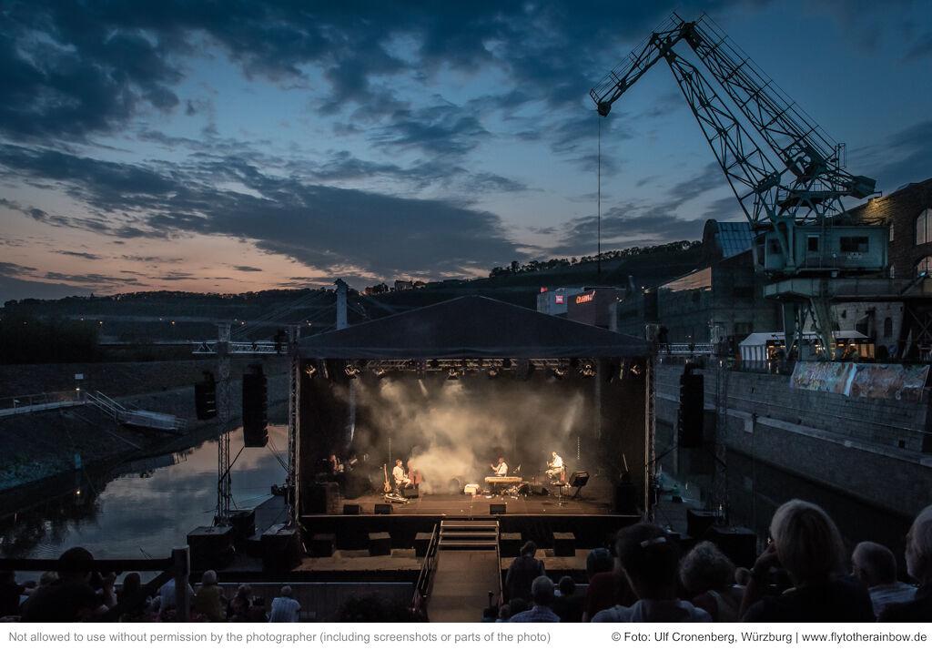 Rainald Grebe & Die Kapelle der Versöhnung – Hafensommer Würzburg, 30.07.2019  © Foto: Ulf Cronenberg, Würzburg