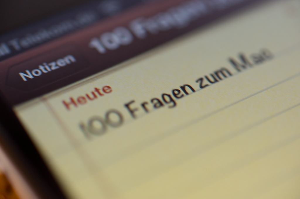 """Notiz """"100 Fragen zum Mac"""" // © Ulf Cronenberg, Würzburg"""