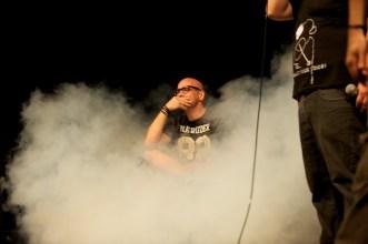 Bauchklang mit Gast aus dem Publikum (Mitte) // Foto: © Ulf Cronenberg, Würzburg