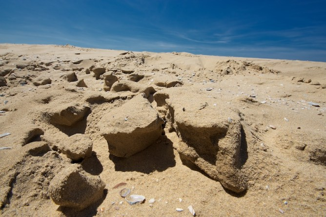 Minicanyons im Sand || Foto: © Ulf Cronenberg, Würzburg