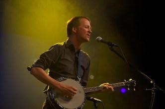 Der Gitarrist von Françoiz Breut || Foto: © Ulf Cronenberg, Würzburg