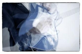 Gitarrenbilder mit Stroboskop–No. 6    Foto: Ulf Cronenberg, Würzburg
