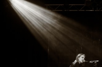 Sophie Hunger am Klavier|| Foto: © Ulf Cronenberg, Würzburg