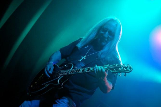 Mick Box– das einzige übrig gebliebene Gründungsmitglied von Uriah Heep || Foto: © Ulf Cronenberg, Würzburg