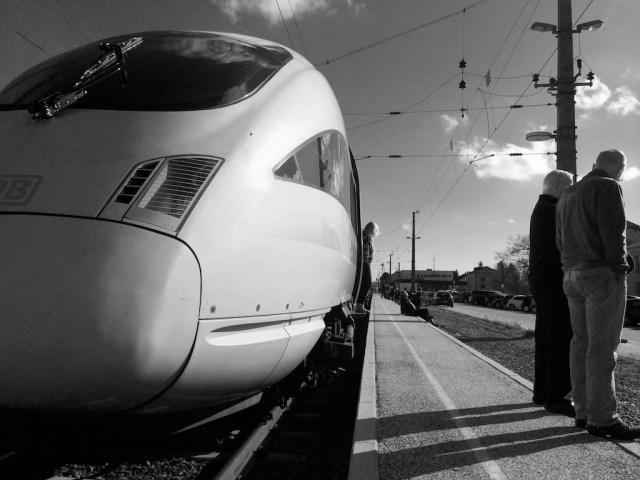 Warten am Bahnhof No. 9 || Foto: © Ulf Cronenberg