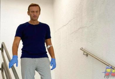 Navalni comparte imagen bajando escaleras en el hospital
