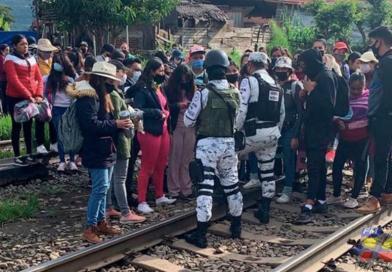 Bloqueos de normalistas a vías del tren en Michoacán provocan pérdidas de 100 mdp; FGR inicia investigación