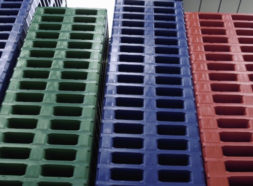 Reusable, recyclable plastic pallets and boxes