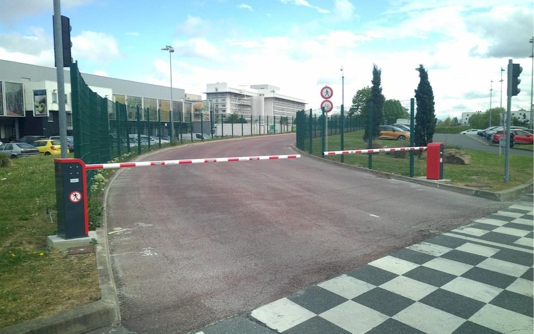 Pose de 2 jeux de 2 barrières levantes sur la ligne TVM (Trans val de Marne)