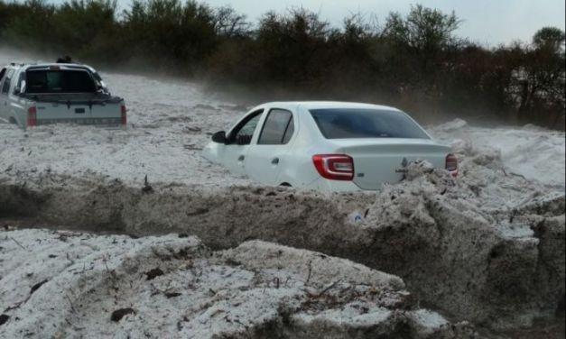Feroz tormenta de agua y piedra en La Cruz.