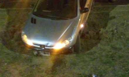 Gral Deheza: Cayó al desagüe con su vehículo