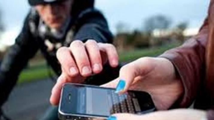 Recuperan celular sustraído