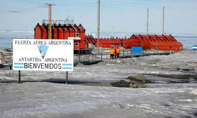 Recambio de personal en el aniversario de la Antártida
