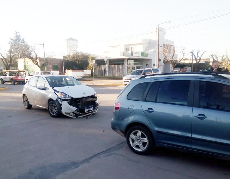 General Cabrera – Accidente vial sin lesionados con daños materiales