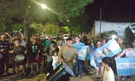 Festejos desde el Búnker de «Frente de Todos» en Cabrera