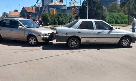 Colisionaron 2 vehículos en Avenida San Martín