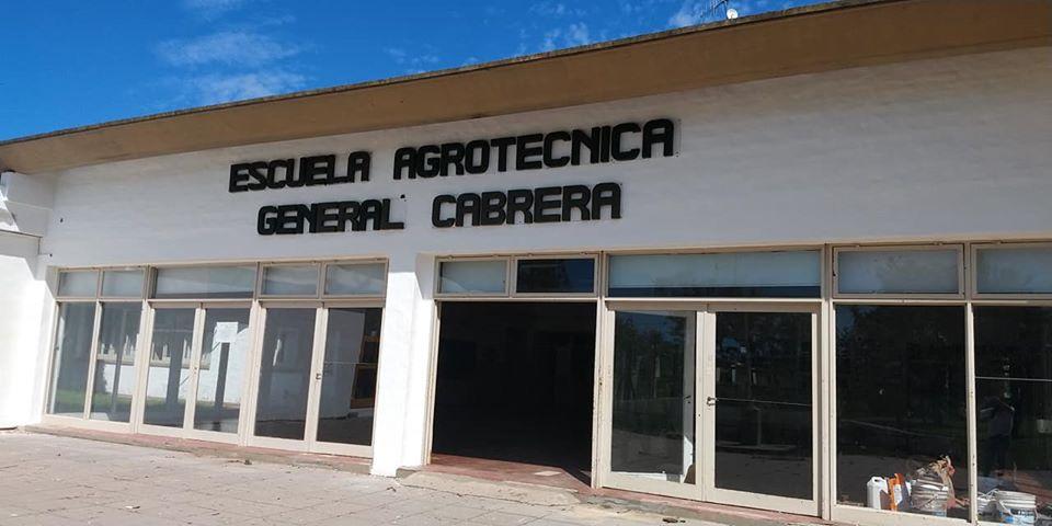 Comenzaron a pintar el IPEA con aporte del Municipio