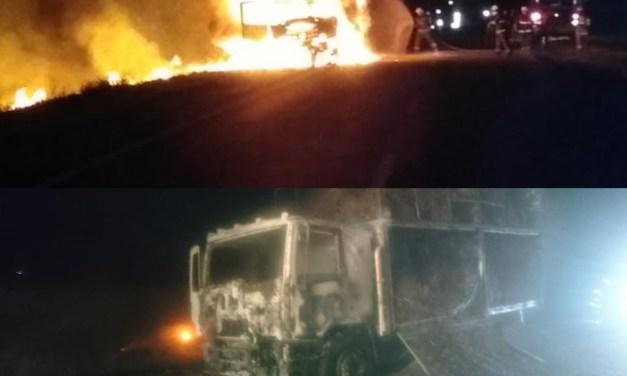 Se incendió un camión en el acceso sur de Cabrera