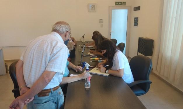 Adultos mayores hacen cola en el Concejo Deliberante para tramitar el CIDI