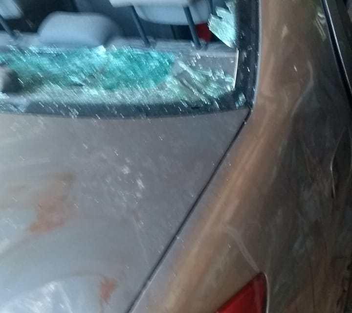 Fue agredido y le destrozaron el auto