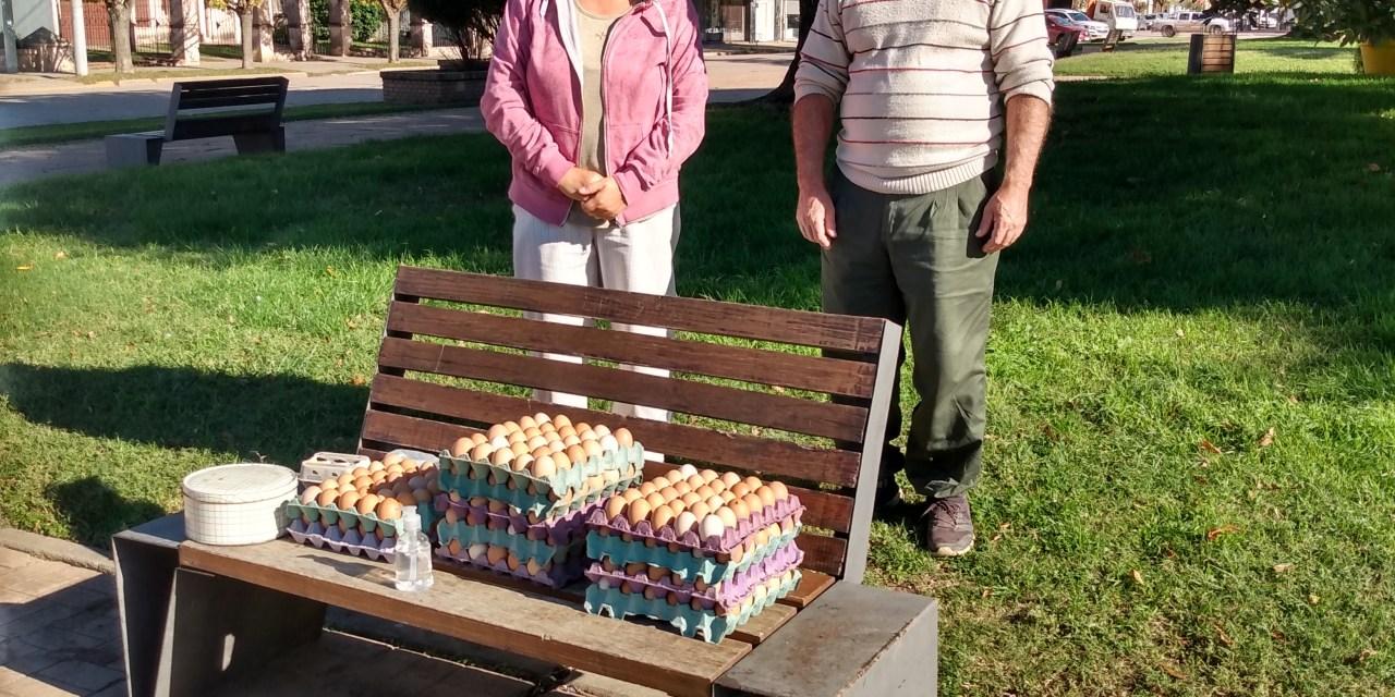 El IPEA 291 vendió rucula y huevos en la plaza