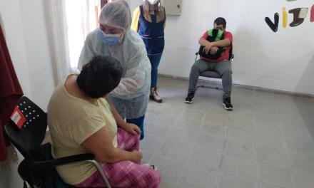 Hoy 10 operarios del Taller Aprendiendo a Vivir fueron vacunados contra el Covid