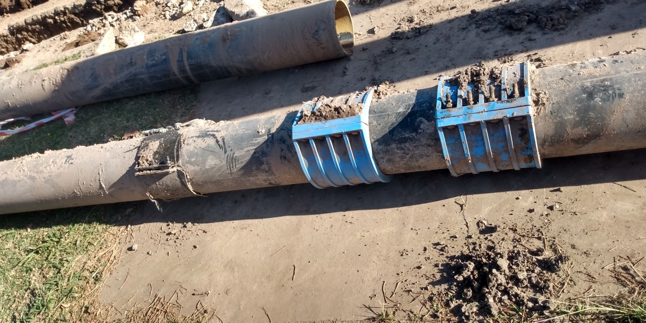 Continúa la obra de recambios de cañería de agua en el tanque del Centro