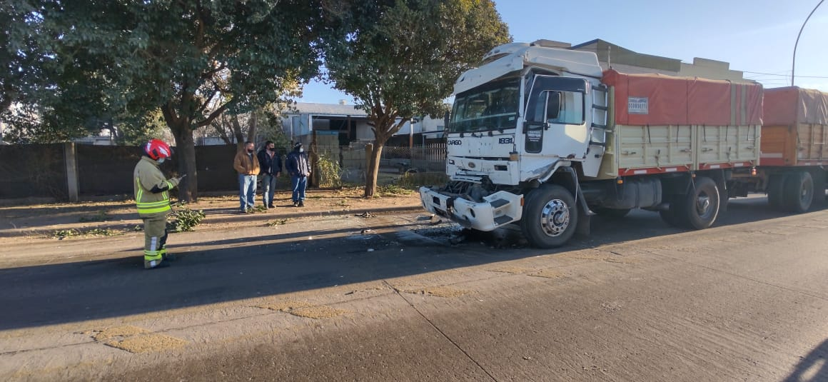 Gral. Deheza – Accidente por alcance entre dos camiones, con lesionado leve